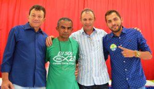 Mazinho Leite e Jofran Braga acompanhados do ex-prefeito Costinha e do presidente do PP, Aroldo Sousa
